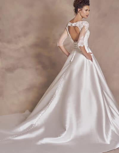BALLGOWN WITH SLEEVES